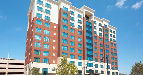 This Hotel Offers Value Minded Travelers Comfortable Rooms With Many Complimentary Amenities 250 Waterfront Street National Harbor